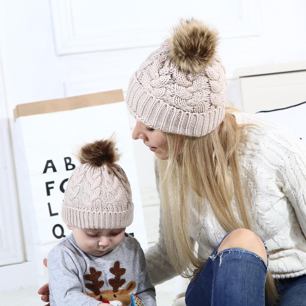 Compre 2018   Set Lovely Cute Parent Child Hat Mamá Madre + Bebé Knight Pom  Bobble Hat Niños Chicas Niños Invierno Cálido Beanie Sombreros Regalo De  Navidad ... e238c849a38