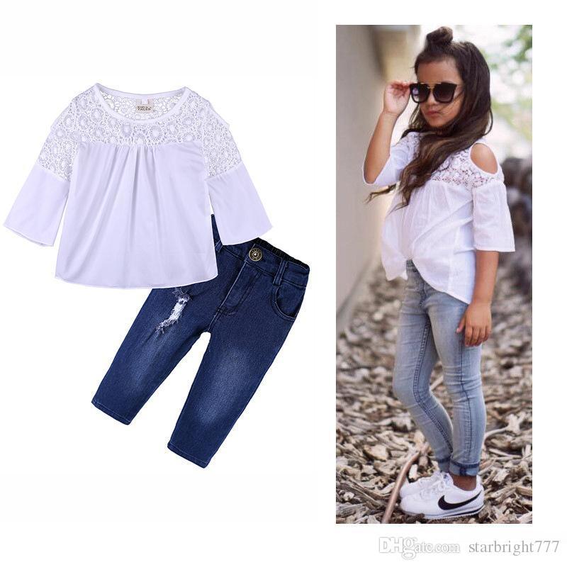 Compre 2018 Nueva Moda Bebé Niñas Camisa De Encaje Blanco + Pantalones De  Mezclilla 2 Unids Equipos INS Niños Niñas Ropa Envío Gratis A  11.18 Del ... b50c5f53e3c