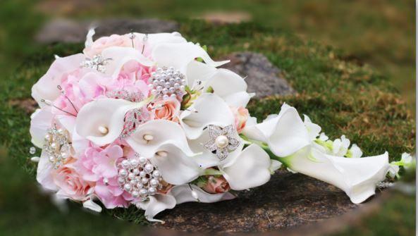 2018 High-End benutzerdefinierte weiße Calla Lilie rosa Rose Hortensie DIY Perle Kristall Brosche Tropfen Brautstrauß