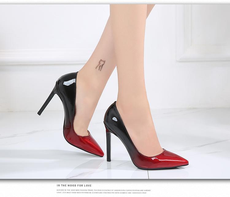 Compre Diseñador De Moda De Lujo Fondos Rojos Zapatos De Tacón Alto Negro  Plata Boda Bombas Vestido Para Mujer Zapatos Tamaño Grande 35 46 A  27.64  Del ... 73c675439e26