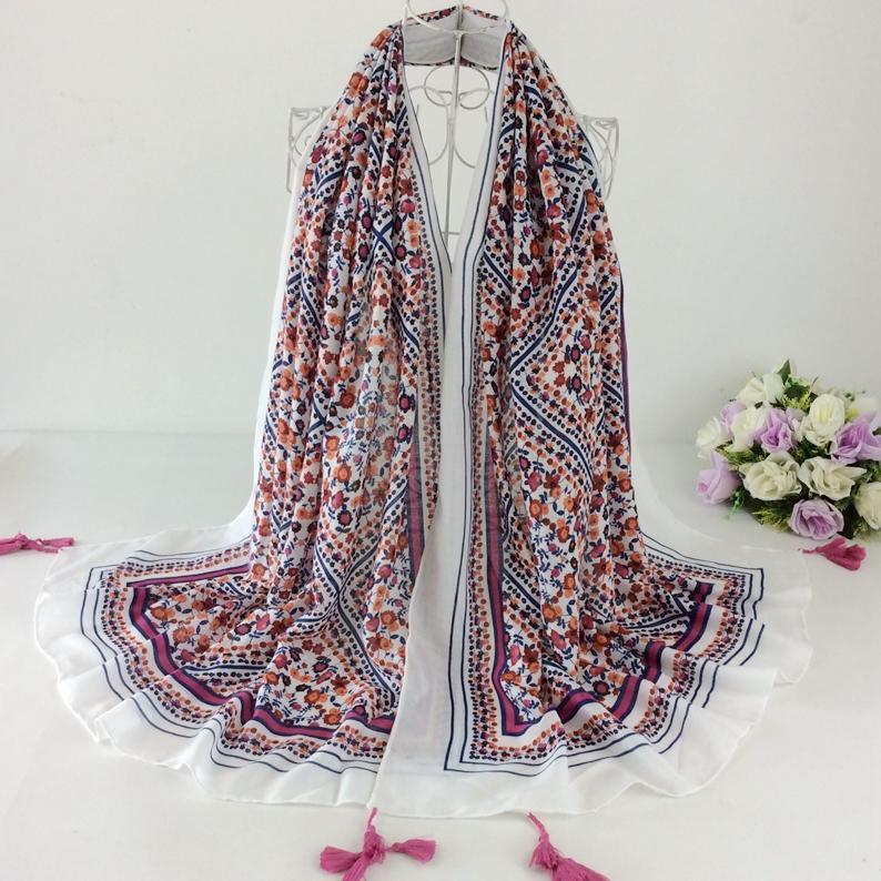 Belle Écharpe Imprimée Florale Coton Plaid Glands Scaeves Musulman Hijab Châles Wraps Hiver 2017 Femmes Cape