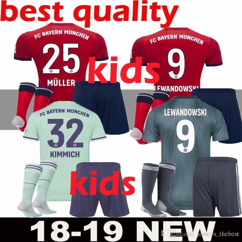 0fb121722bfac Compre Camiseta De Fútbol De Bayern Munich Camisetas De Fútbol 2018 19 Kit  Completo Para Niños VIDAL LEWANDOWSKI MULLER Camisetas De Niños ROBBEN  GOTZE ...