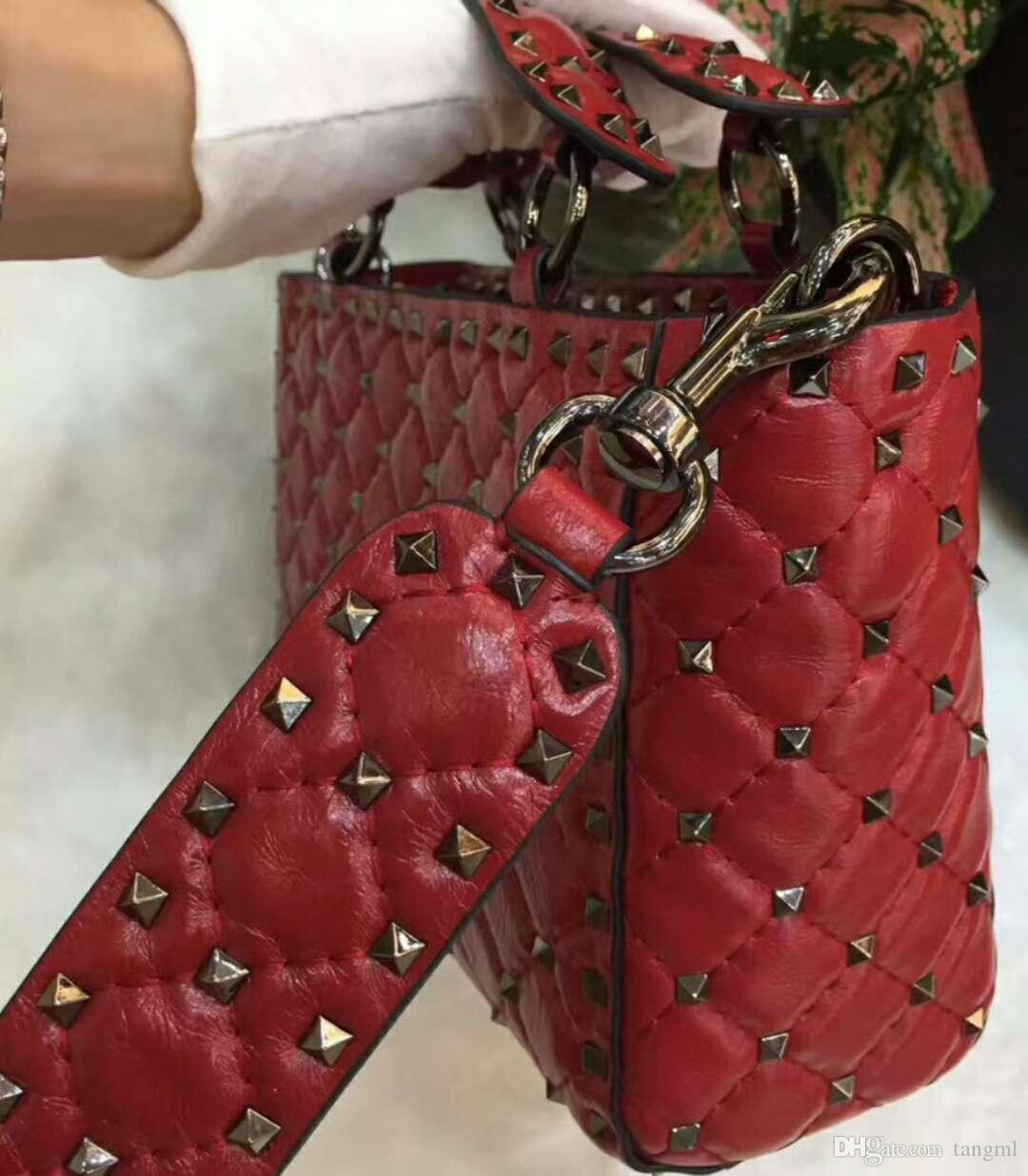 2018 new genuine leather high fashion handbag diamond lattice metallic black rivet glitter papaya lines lady party cute full starts 23cm