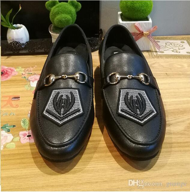 2019 New Style designer Men comfortable shoes Man's Formal Dress Shoes Groom Homecoming Wedding Party Driving Flats Z576