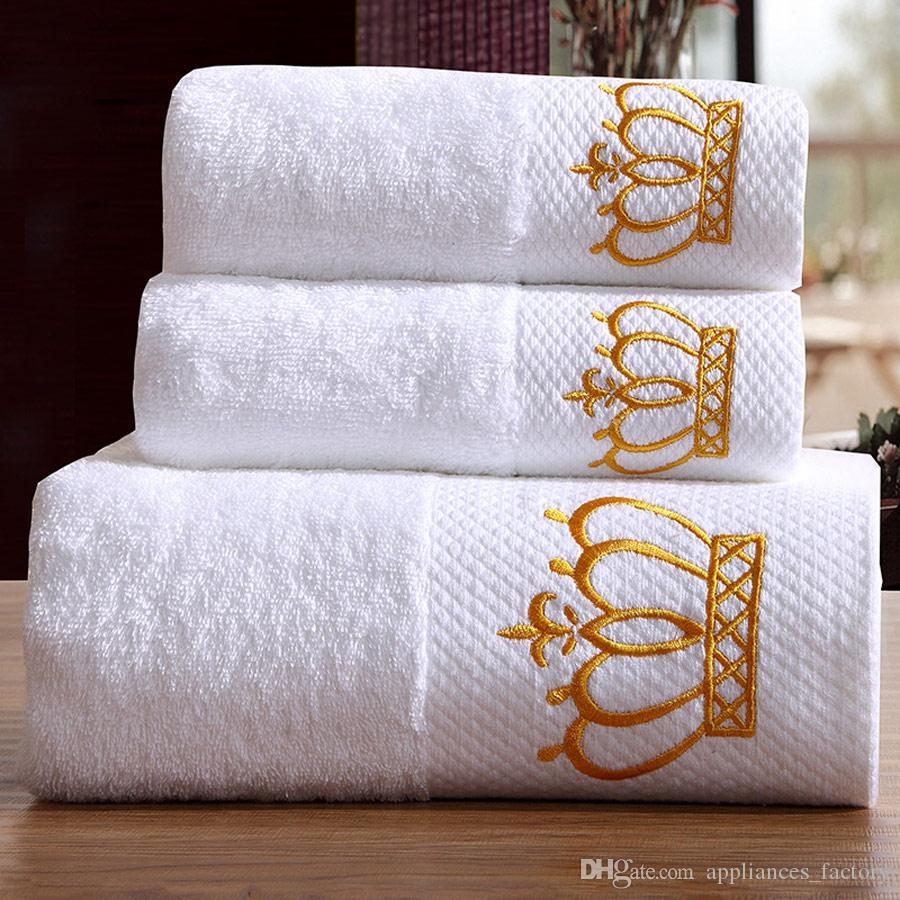 af613370acbf Compre Qualidade Bordado Crown White Hotel Toalhas De Toalha De Algodão  Conjunto De Mão / Toalhas De Rosto Toalha De Banho Para Adultos Toalhas De  Banho ...