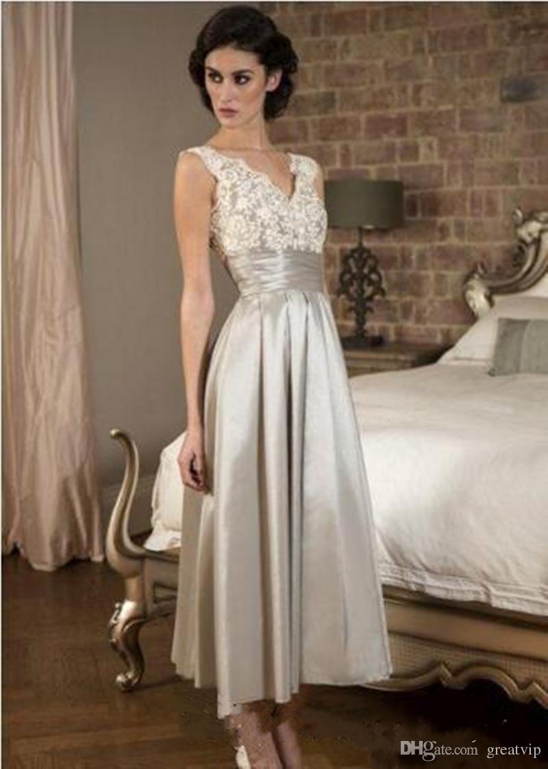Elegante madre de la novia vestido barato sin mangas de encaje en v cuello satinado vestido de noche una línea de longitud de té vestidos de fiesta