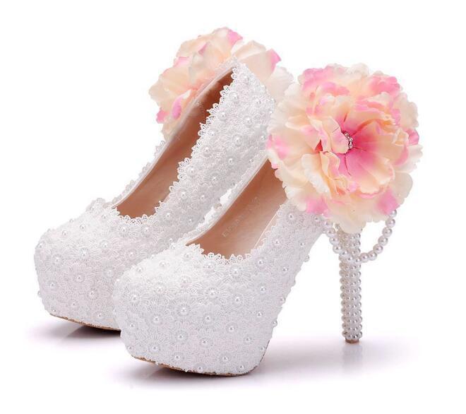 ca2156731f345 Compre Moda Blanca Con Cuentas De Flores Zapatos De Mujer 14cm Zapatos De  Tacón Alto Zapatos De Novia De Novia De Tacón Fino De Gran Tamaño 34 41 A   130.79 ...