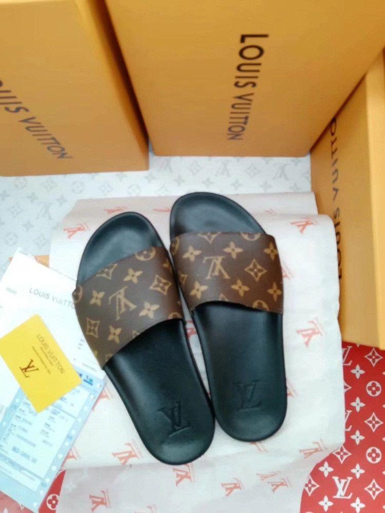 179bbccc9a17c6 2018 Designer Slides Luxury Brand Women Men Sandals Luxury Slippers Flip  Flops Rihanna Womens Mens Sandals Non Slip Designer Slippers1987 Grey Boots  Boots ...