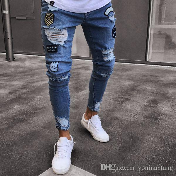 573b52dfc7 Compre Pantalones Vaqueros Ajustados Casuales Nuevos Modelos Pantalones  Vaqueros Ajustados De La Manera Agujero Pegado A Rayas Hombres Pantalones  Jeans De ...