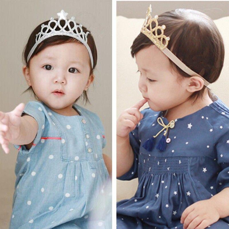 Compre Novas Meninas Crown Headband Princesa Tiaras Coroa De Prata De Ouro  Headband Presente De Aniversário Elástico Props Infantil Headband Do Bebê  De ... 35686e9fdc47