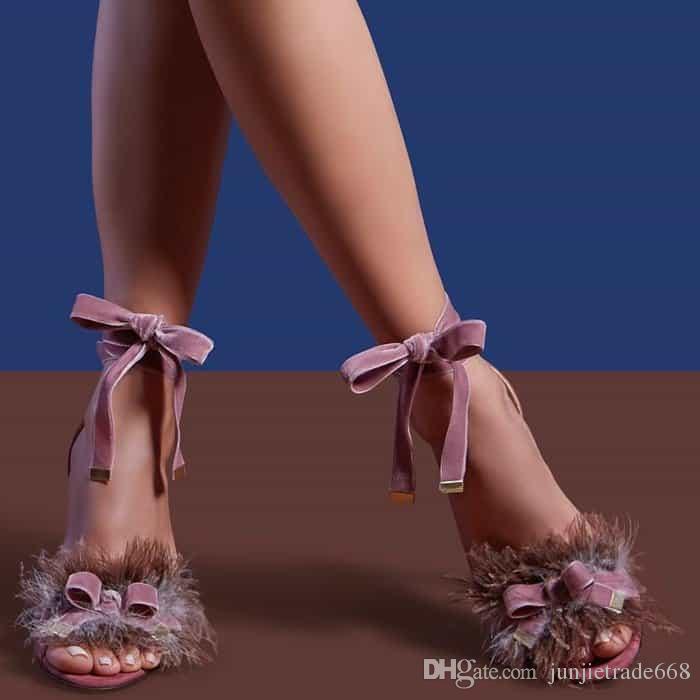 Alta top show de passarela cetim cruz tiras de pelúcia flor decoração fina com sapatos de Roma expostos toe sexy rua sandálias das mulheres