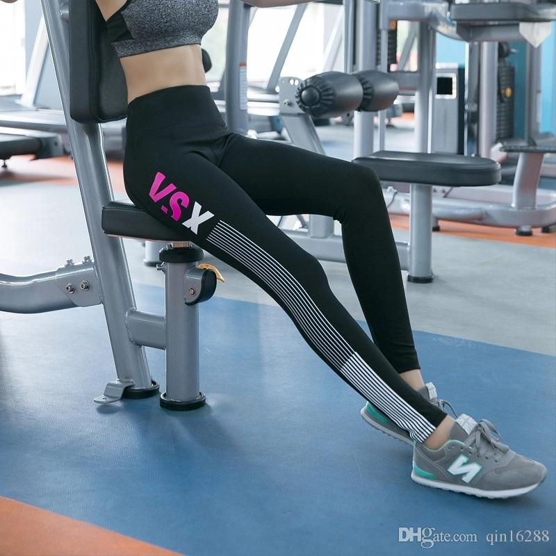 New Sports Yoga Trousers Women's Running Fast Drying Yoga Fitness Hot Pants Black Red Gray Color European And American Explosions