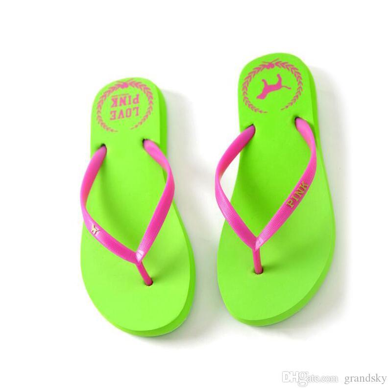 7 Renkler Kızlar Pembe Çevirme Aşk Pembe Sandalet Pembe Mektup Plaj Terlik Ayakkabı Yaz Yumuşak Plaj Terlik 2 adet / çift