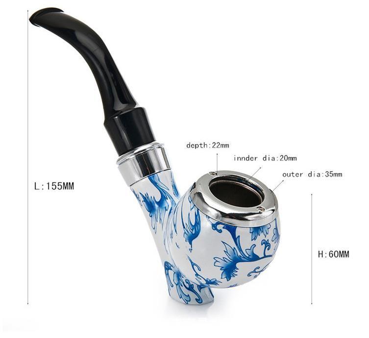 Impressão em porcelana azul e branca com fundo branco retro, tubo curvo curvado de pé, filtro de circulação de metal, tremonha de tabaco