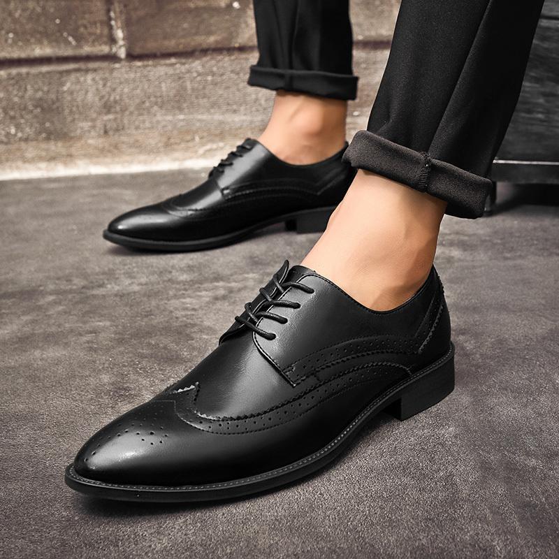 13d4fdb02ff43a Compre Zapatos De Hombre De Negocios 2019 Más Nuevos Zapatos De Boda De  Oficina Formales Para Hombres De Cocodrilo En Relieve Zapatos De Vestir De  Cuero Más ...