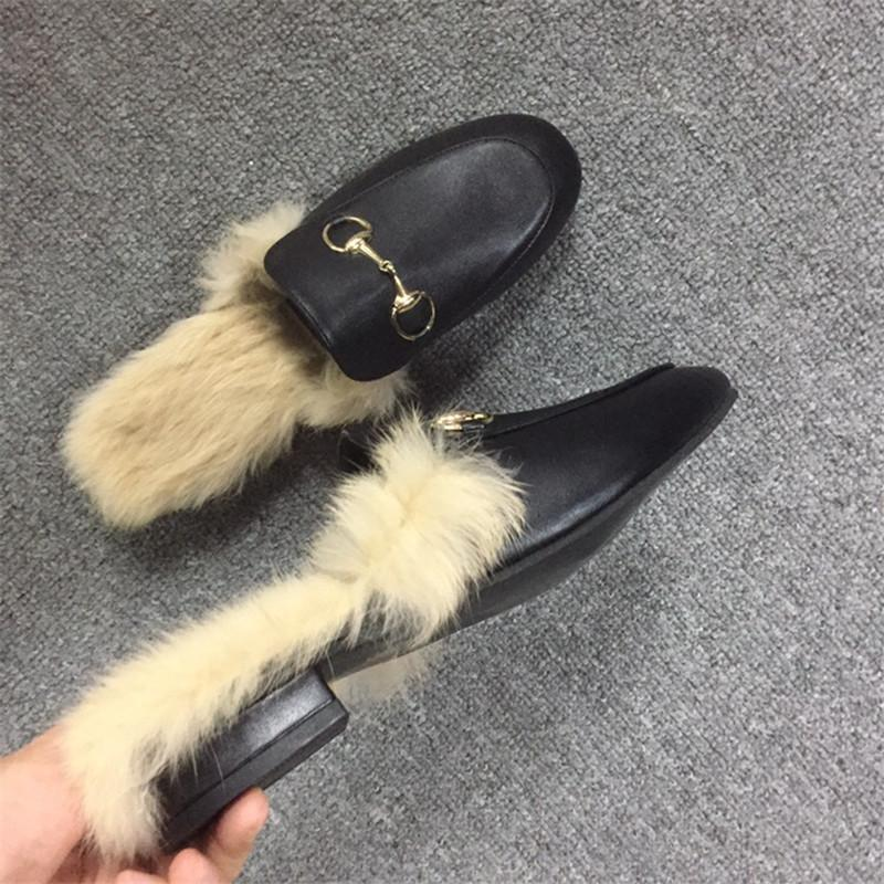 a5edc69f8 Compre Sapatos De Grife De Moda De Luxo Designer De Calçados Femininos De  Luxo Famosa Pele De Pêlo Sapatos Confortáveis Chegada Nova Mulheres  Chinelos De ...
