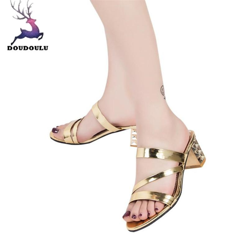 66f716bc3 Compre Moda Verão Mulheres Senhoras Tornozelo Sandálias De Salto Alto  Partido Chinelos Sapatos Mulher 2019 Novas Mulheres Sapatos Zapatos Mujer  Preto De ...