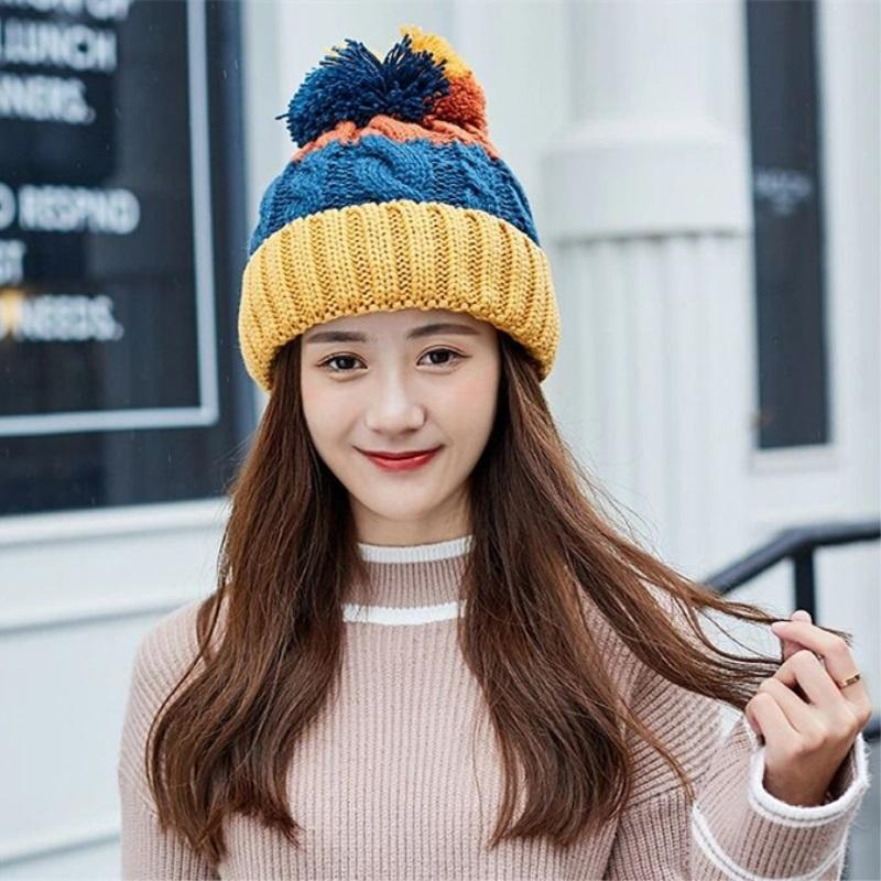 daa8563e895 2019 Hot Sale Real Fur Winter Hat Raccoon Pom Pom Hat For Women Brand Thick  Women Girls Caps Knitted Beanies Cap Wholesale Custom Beanies Crochet Beanie  ...