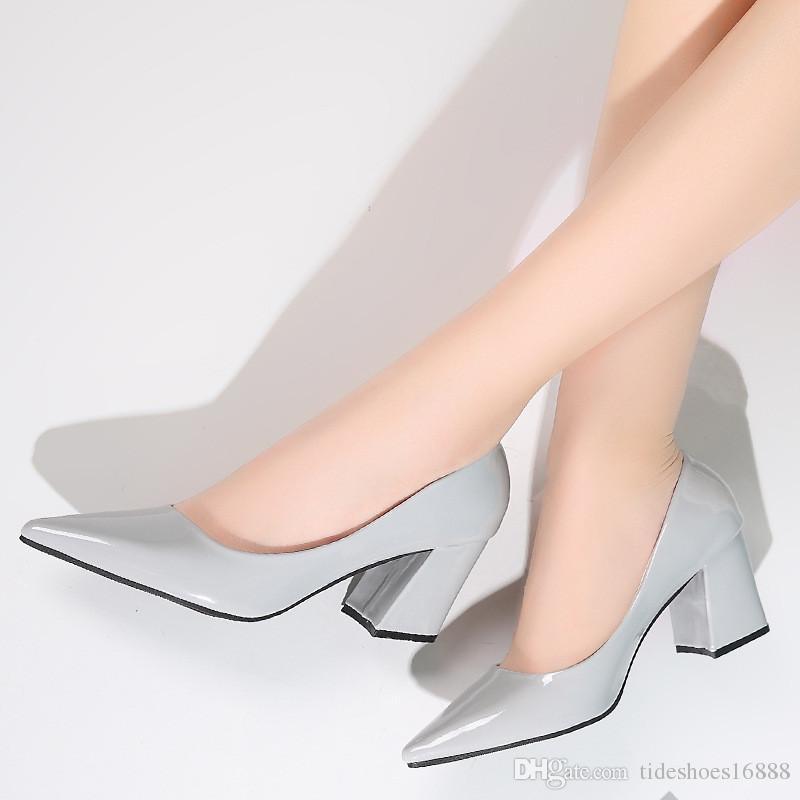 8d5518dc Compre Punta Puntiaguda De La Mujer Zapatos De Boda De Tacón Alto Bombas Mujer  Tacones Gruesos Moda De Charol Sexy Tacones De Plata Gris Zapatos De Vestir  ...