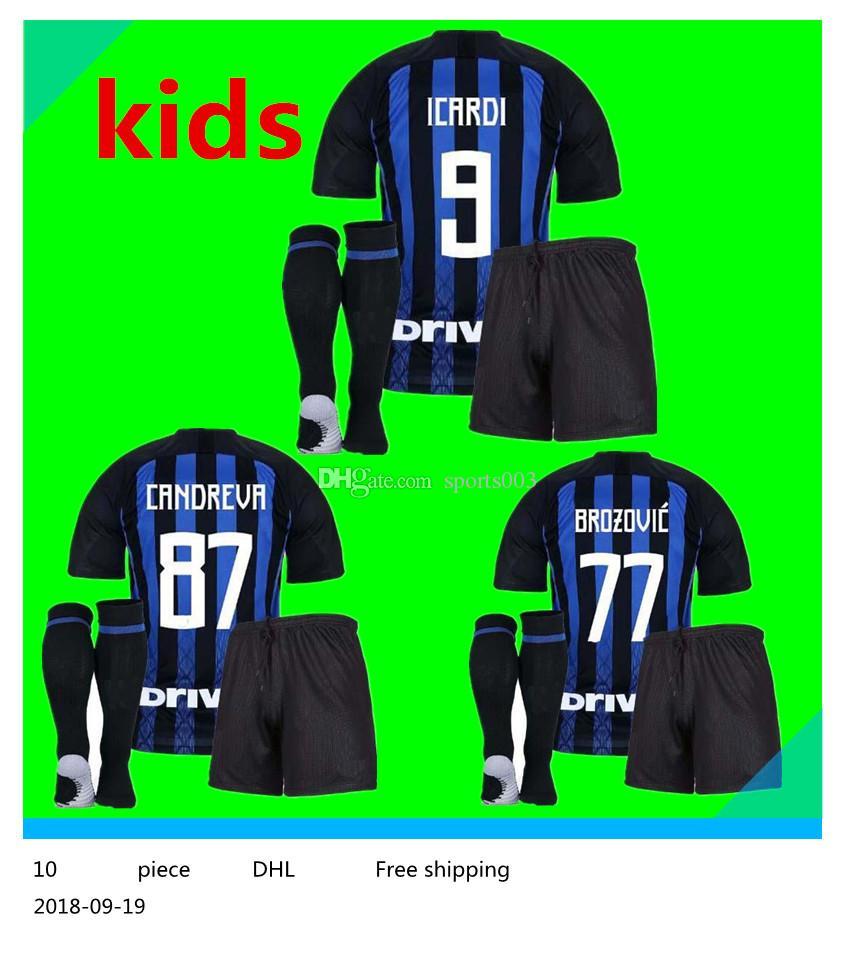 7e48a8185 Compre 2018 2019 Camisas De Futebol Inter Kids Milan Casa Longe De  Distância 18 19 SKRINIAR L.MARTINEZ RAFINHA ICARDI Uniforme De Futebol  Camisas NAINGGOLAN ...