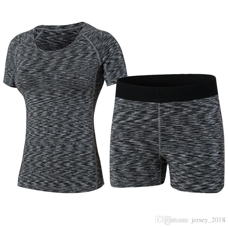 f2a6cf0180fab Compre 2017 Mujeres Deporte Yoga Set Sport Mujeres Chaleco Camisa Top Y  Shorts Pérdida De Peso Correr Fitness Ropa Deportes Negro Mujeres Yoga    167776 A ...