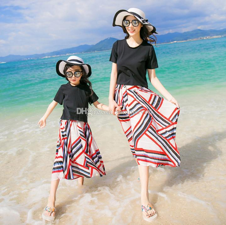 Girls short sleeve T-shirt+colorful stripe skirt 2pcs sets mother and daughter matching outfit kids beach holiday princess outfits F3850