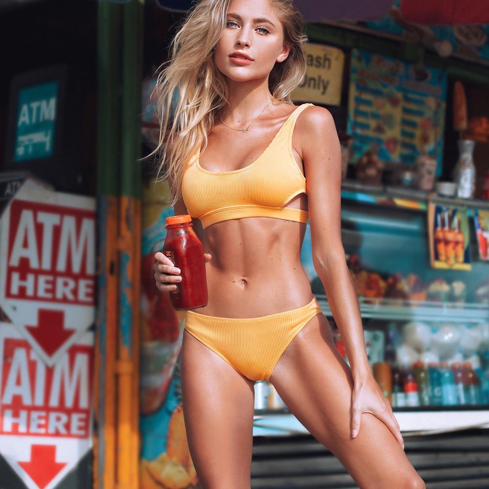 430b9a546d04 Cupshe Amarillo Hilo de plumas Sólido conjunto de Bikini Llanura Ahueca  hacia fuera Acolchado Dos piezas Traje de baño 2019 Mujeres Sexy Tanga  Trajes ...