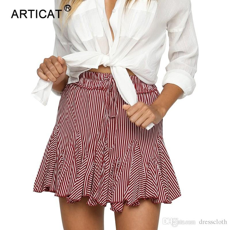 Compre YIBO Dulce A Rayas Mini Falda De Las Mujeres Atractivas De Cintura  Alta Lolita Faldas Cortas Club Casual Playa Verano Falda Lápiz 2018 Fiesta  A ... d0686f4578de