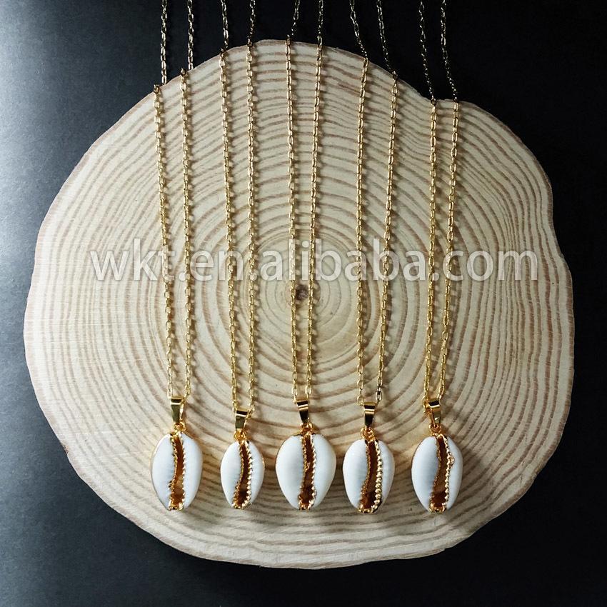 cfd4154312a4 Compre WT N493 Comercio Al Por Mayor Natural Tiny Colgante En Oro Adorno De  Diseño Único Moda Collar De Conchas De Conejo De Cowrie C18122501 A  64.59  Del ...