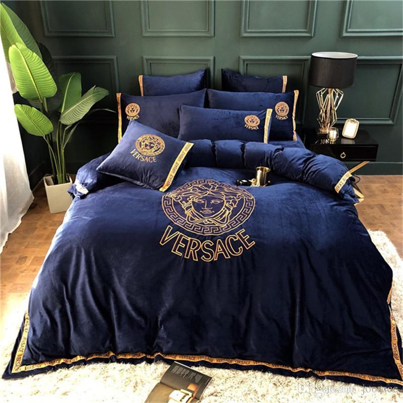 Golden Letters Crystal Velvet Bedding Sets High Quality Embroidery 4PCS Bed Cover Suit Hot Sale Bedding Supplies