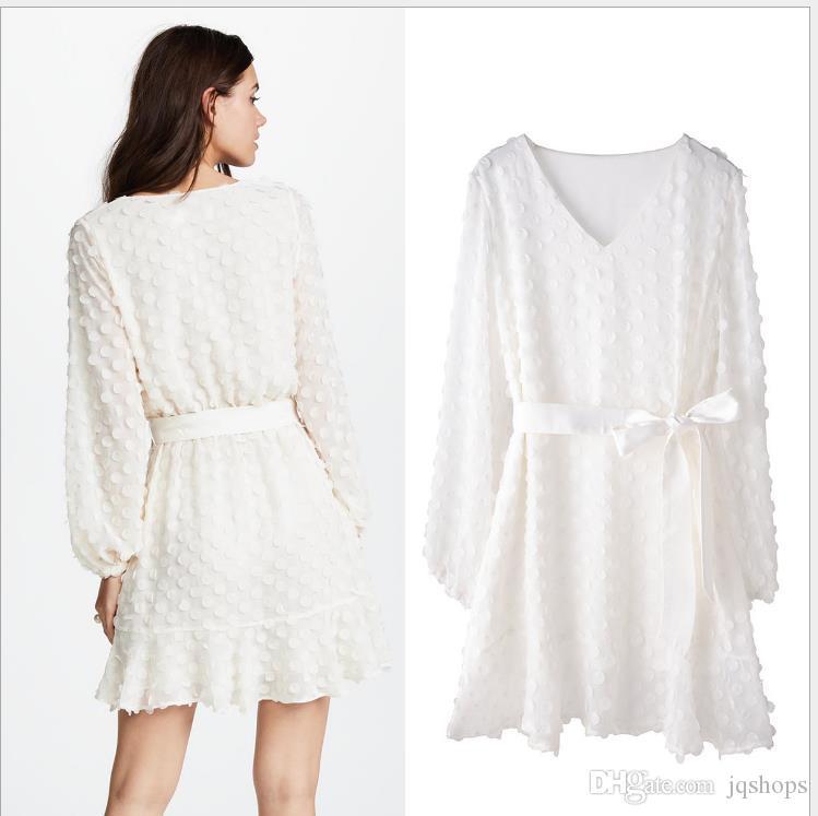 2f61b8f336 Compre 18 Verano Nuevo Vestido De Protección Solar Con Cuello En V Europeo  Y Americano Falda Femenina Bordado Ola De Manga Larga Playa Blanca Falda  Para ...