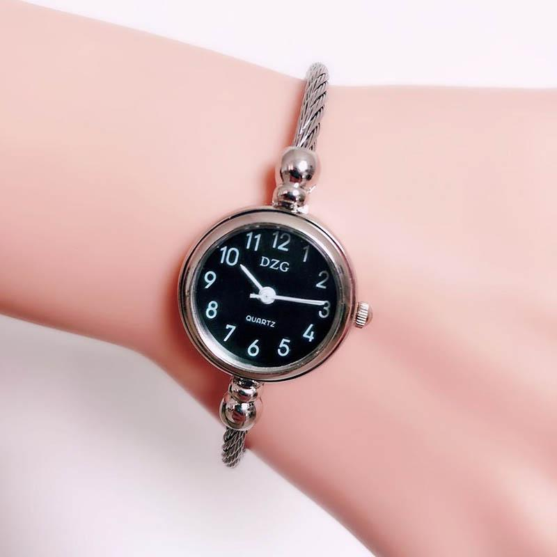 9e45f9c1a073 Compre Señoras Encantadoras Elegantes Casual Relojes De Cuarzo Niñas  Pulsera Fina Malla De Acero Reloj De Pulsera Mujeres Moda Relojes Pequeños  A  84.8 Del ...