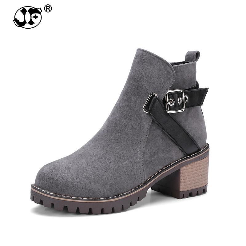51c4c7d7578 Compre Tamanho Grande 33 43 Martin Botas Mulheres Sapatos Mulher  Deslizamento Em Saltos Quadrados Ankle Boots De Inverno Lazer Preto Meninas  Calçado 786ko ...