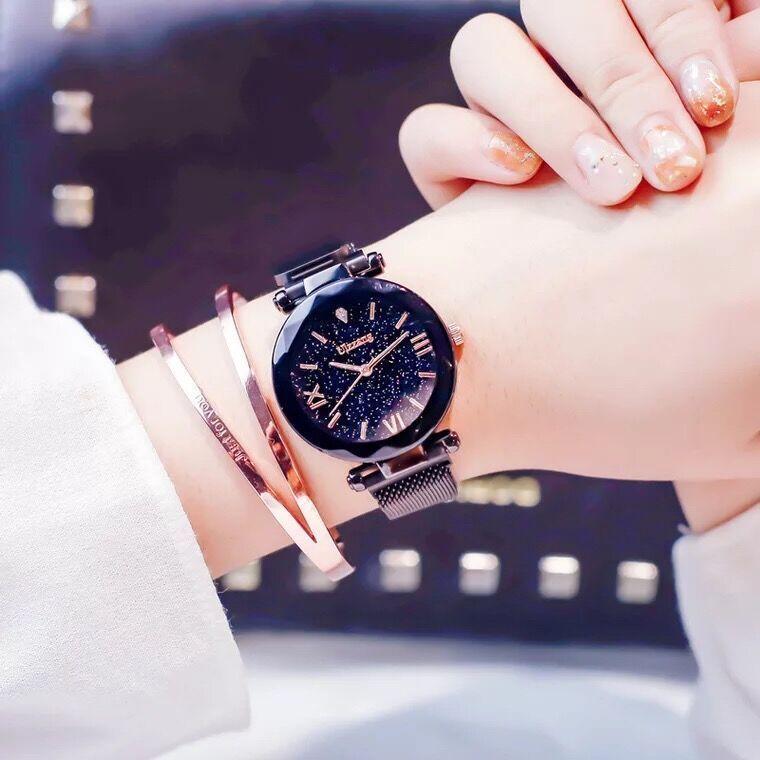 63a723a9c7bb Compre 2018 De Lujo De Oro Rosa Relojes De Las Mujeres Cielo Estrellado  Imán Hebilla Moda Casual Reloj De Pulsera Impermeable Reloj De Números  Romanos A ...