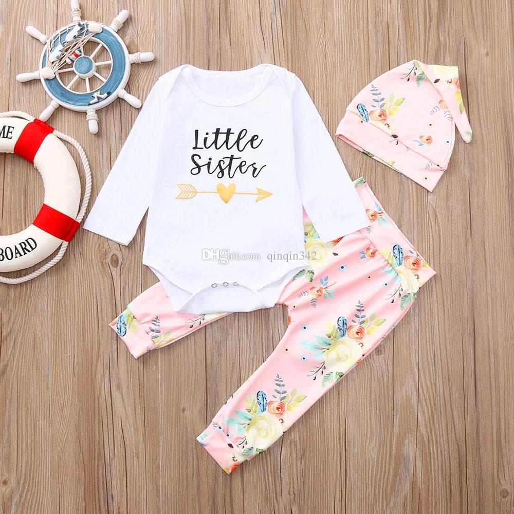 b41605652 Compre Conjunto De Ropa De Bebé Recién Nacido Bebé Niña 3 Piezas Carta  Romper Tops + Pantalones Florales + Sombrero Niños Ropa Niñas Conjunto  Infantil A ...