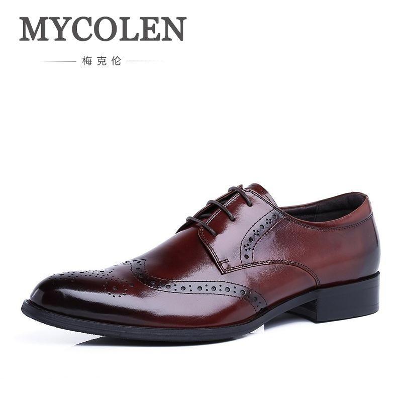 b241fbf64 Compre MYCOLEN Genuíno Couro De Luxo Homens Sapatos De Moda Britânica Do Vintage  Oxford Clássico Masculino Elegante Escritório Vestido De Negócios Terno ...