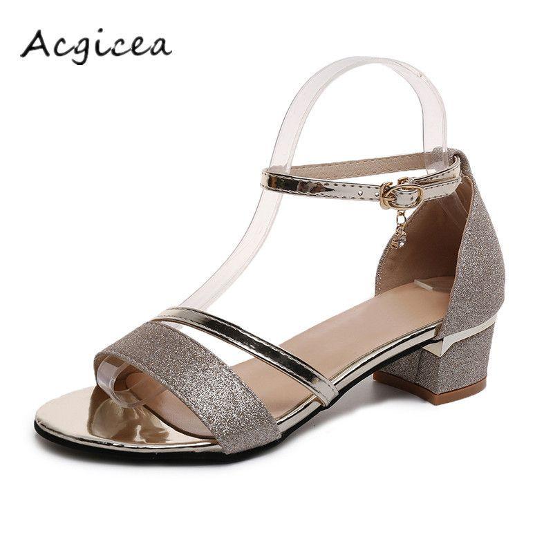 Compre Zapatos De Verano Gruesos Con Sandalias 2019 Nueva Moda Femenina  Salvaje 5a3d31788e0f