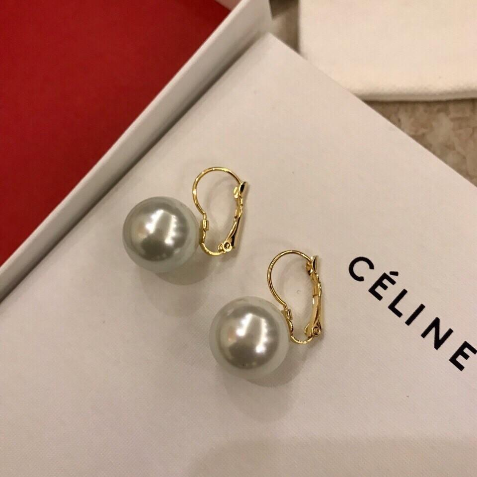 f1622bca5babf 2019 women's latest charming, lively and charming pearl earrings Stud  simple and generous design texture