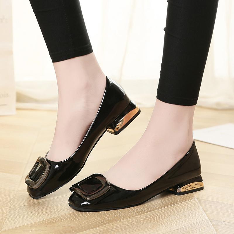 2e93a9857e Compre Zapatos De Vestir De Diseñador Tallas Grandes 35 41 Mujeres  Cuadrados Vestido De Charol Mujer Negro Tacones Bajos Tacones Dorados  Bombas De Tacón ...