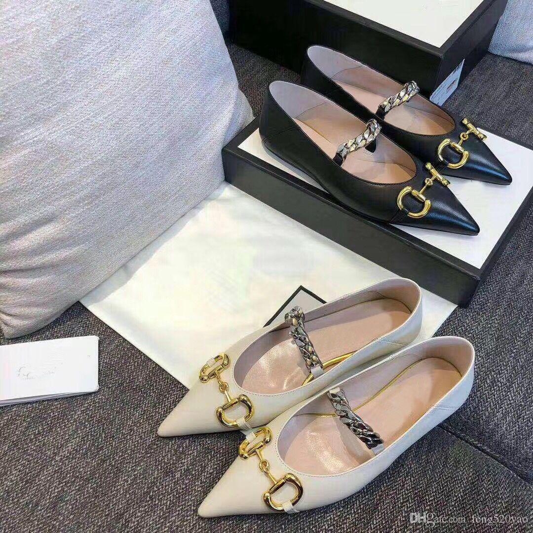 2020 الصيف ثوب جديد مصمم الأحذية امرأة 100٪ والجلود أزياء العلامة التجارية الأحذية المدببة المعادن إلكتروني الفاخرة سيدة شقة أحذية عادية حجم 35-41