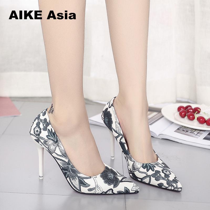 28ad535b809 Compre 2019 Vestido 2018 Mulher Deslizamento Em Sapatos Moda Folhas De  Impressão Senhoras Sexy Stiletto Feminino Floral Fina Mulheres Salto Alto  Vestido De ...