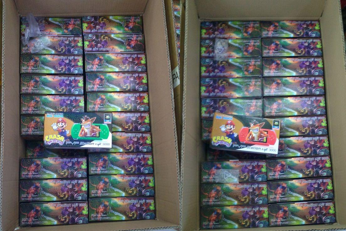 2.7 pollici giocatore del gioco PVP 3000 (8 Bit) 2.5 pollici schermo LCD Video tenuto in mano del giocatore del gioco console portatile Mini-Gioco