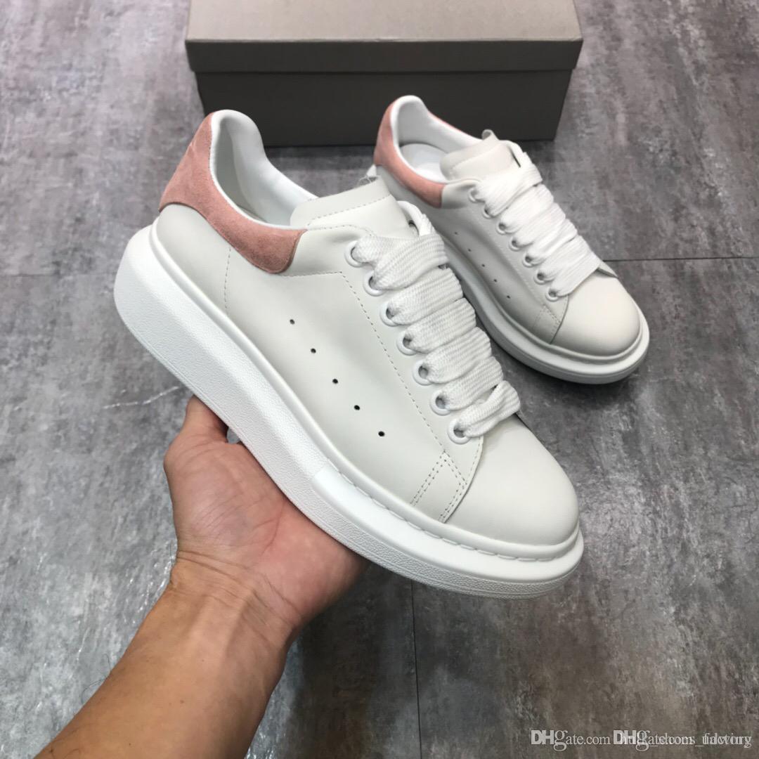 e8961c383e216 Compre 2018 Mujeres Diseñador Zapatillas Hombres Zapatos Nueva Marca De  Lujo De Cuero Casual Zapatos Corrientes Moda De Cuero Negro Color Caja  Original A ...