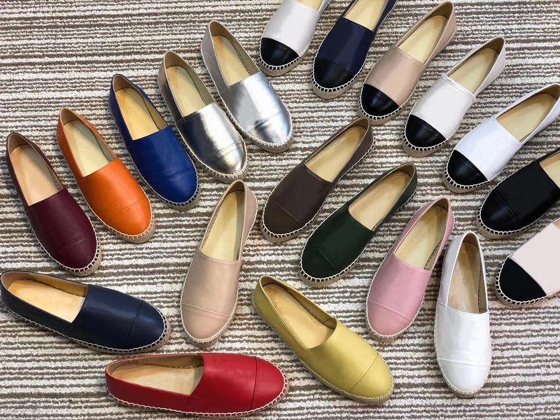 Diseñador de los holgazanes de las mujeres de las alpargatas zapatos planos de la lona y piel de cordero real de los holgazanes dos zapatos casuales de la moda de verano entrenadores puntera tono