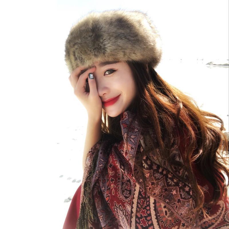 Compre Gran Venta Elegante De Piel De Mujer Gorros De Invierno Skullies  Colorido Suave Faux Fur Invierno Bomber Sombreros Visor Cap Para Niñas  Rusas ... e0f6710acae
