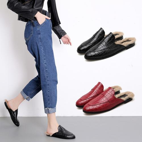 548ec2b0d1a Woman Snake Print Skin Slippers Women Retro Backless Outting Loafers Flat  Pointed Toe Mule Casual Slides 2018 Designer Black4319