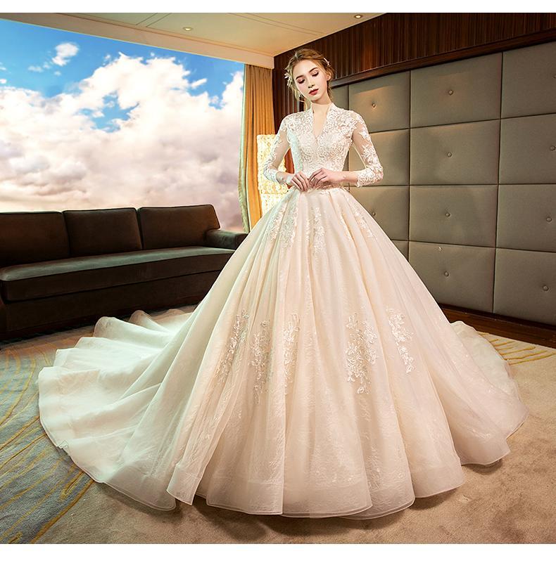 37cb61365 Vestido de novia otoño invierno 2018 nuevo corte retro cuerpo reparación  delgado princesa sueño arrastre cola Hepburn cielo estrellado de manga larga