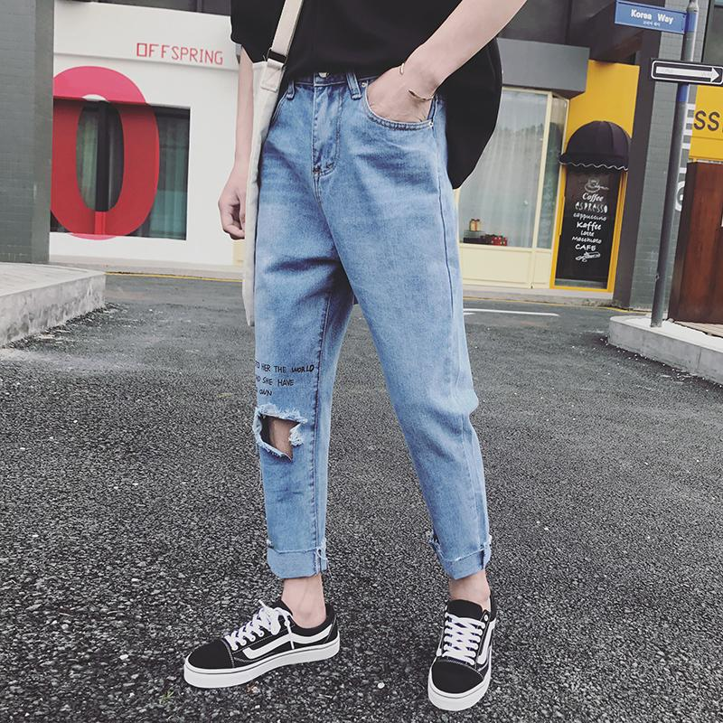 b8ab2405a 2018 Verano Nuevos Hombres Jóvenes Japoneses Delgados Sueltos Tamaño Grande  Color Sólido Personalidad Pies de Moda Harlan Washed Hole Jeans
