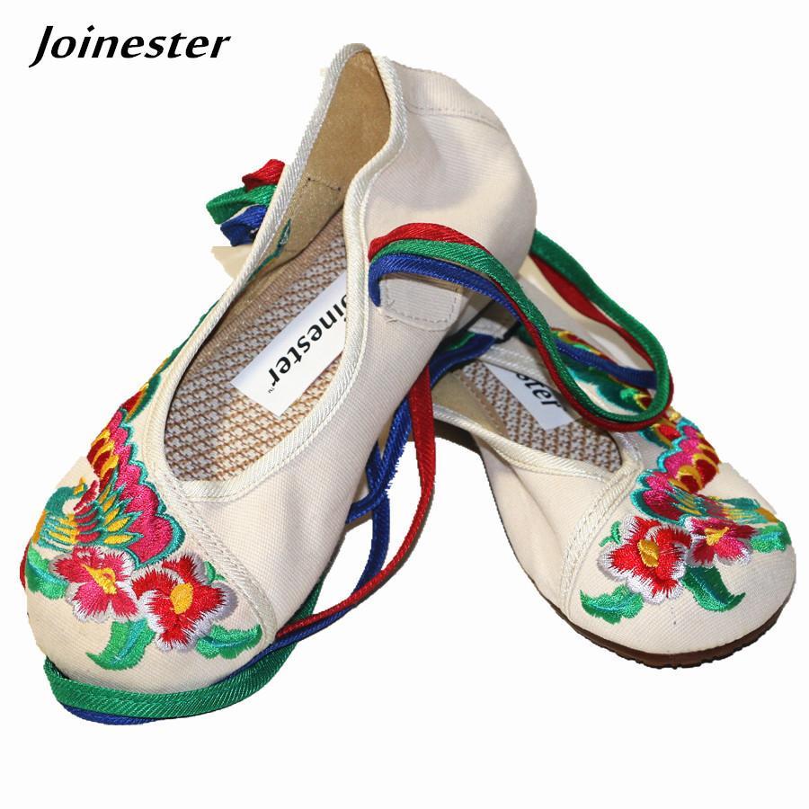 20d7c79c8 Compre Vestido Sapatos Étnicos Bordados Florais Primavera Tecido De Algodão Mulheres  Bombas Sapato Com Tira No Tornozelo Cross Amarrado Toe Rodada Cunhas ...