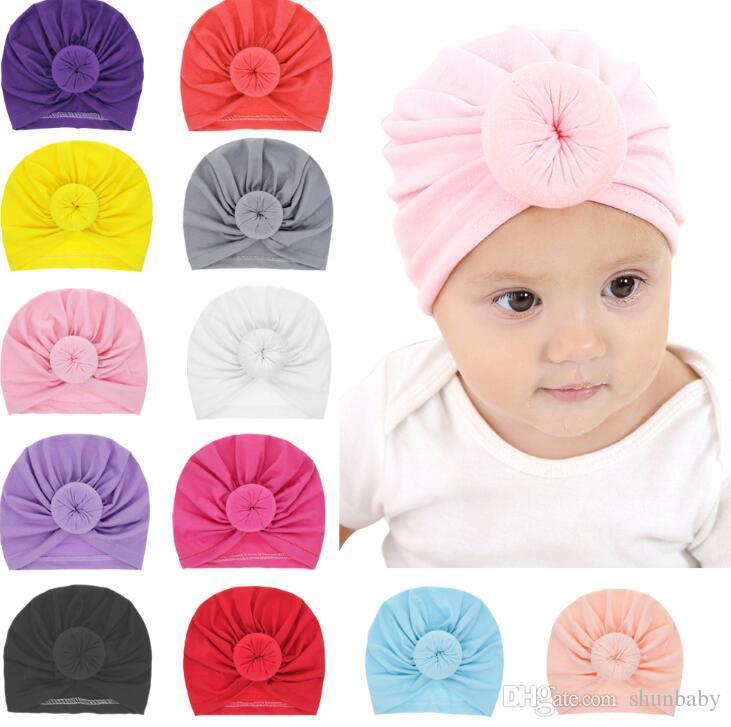 Compre Nuevas Niñas Bebés Donut Sombreros BeBe Turban Hood Sólido Nudo Cap  Unisex Algodón Suave Sombreros Lindos Accesorios Para La Cabeza Del Recién  Nacido ... 668050e030b
